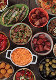 Nourriture méditerranéenne de buffet de motte de terre Photo stock