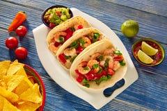 Nourriture mexicaine de tacos de crevette de Camaron sur le bleu Image libre de droits