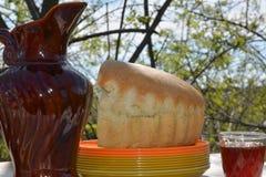 Nourriture moldavienne ! Vin et pain ! image libre de droits