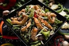 Nourriture orientale frite de cuisine de salade végétale de calmar Image stock