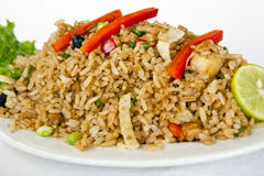 Nourriture péruvienne : arroz chaufa de mariscos Photographie stock