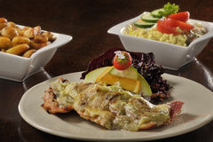Nourriture : poissons avec du fromage fondu Photo stock