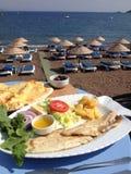 Nourriture pour poissons de gens du pays de port de la Turquie Turunc Image libre de droits