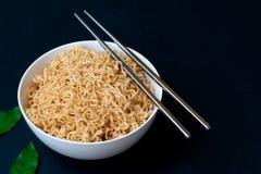 Nourriture rapide à préparer de nouilles thaïlandaises de maman Images stock