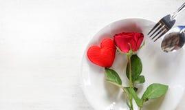 Nourriture romantique d'amour de dîner de valentines et amour faisant cuire le concept images stock