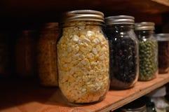 Nourriture sèche faite maison dans le pot scellé Photos stock