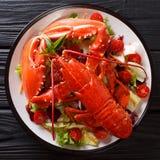 Nourriture saine délicieuse : homard bouilli avec le sala de légume frais image stock