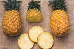 Nourriture saine d'ananas de fruit frais photos libres de droits