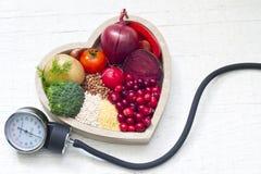 Nourriture saine dans le coeur et la pression d'abaissement Photo libre de droits