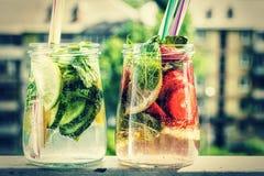 Nourriture saine de concept, detox, l'eau, fruit, sain, boisson, boisson, verre, agrume, photo libre de droits