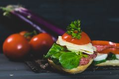 Nourriture saine et colorée de saison Images stock