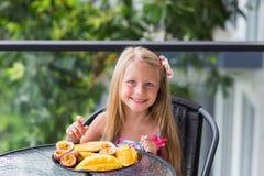 Nourriture saine et délicieuse servie au petit déjeuner Photographie stock libre de droits