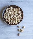 Nourriture saine pour la fin de fond d'image vers le haut des pistaches Texture sur la vue sup?rieure grise blanche de table Pist photo stock