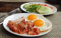 Nourriture servie au déjeuner Photographie stock libre de droits
