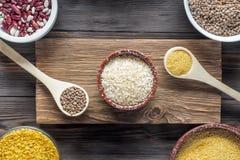 Nourriture superbe d'ingrédient organique traditionnel réglé de vegan en Moyen-Orient et céréales à cuire asiatiques photos libres de droits