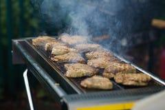 Nourriture sur un barbecue Image libre de droits