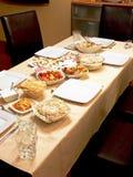Nourriture sur une table photos libres de droits