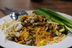 Nourriture thaïe - friture #6 de Stir Nouilles thaïlandaises faites sauter à feu vif Photo libre de droits