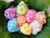 Nourriture thaïlandaise asiatique de nourriture colorée Photographie stock libre de droits
