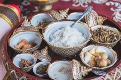 Nourriture thaïlandaise avec du riz avec du porc et des fruits et légumes Image stock
