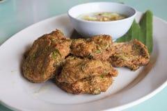 Nourriture thaïlandaise, croquette de poisson épicée Images stock