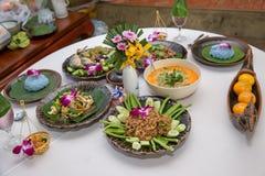 Nourriture thaïlandaise du nord de tradition sur une table en bois, ensemble de menu populaire de nourriture thaïlandaise images stock