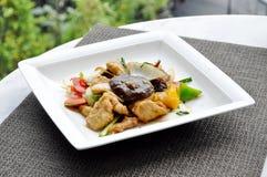 Nourriture thaïlandaise - légume et porc remués images stock
