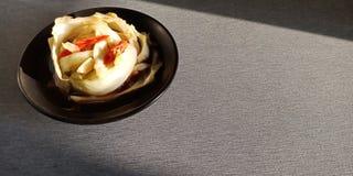Nourriture thaïlandaise : Remuez le chou frit avec de la sauce à poissons photographie stock