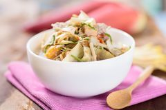 Nourriture thaïlandaise, soupe épicée à fleur de banane avec du porc Photo stock