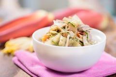 Nourriture thaïlandaise, soupe épicée à fleur de banane avec du porc Photographie stock libre de droits
