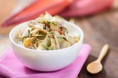 Nourriture thaïlandaise, soupe épicée à fleur de banane avec du porc Images stock