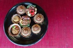 Nourriture traditionnelle thaïlandaise : bol artificiel de nourriture, fond/texture Photographie stock