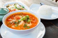 Nourriture traditionnelle thaïlandaise (Tom Yum Goong) Photographie stock libre de droits