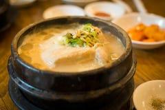Nourriture traditionnelle, Tosokchon-Samgyetang, à Séoul Corée du Sud Images libres de droits