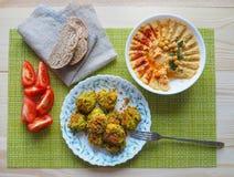Nourriture végétarienne de régime Falafel du plat images stock