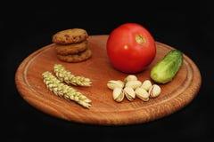 Nourriture végétarienne : légumes, céréales, écrous, verts photo libre de droits