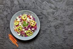 Nourriture végétarienne, salade, chou rouge, chou blanc, carottes, Det photographie stock