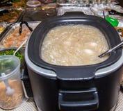 Nourritures asiatiques de partie avec la crevette et le riz collant colorés Photo stock