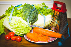 Nourritures et légumes diététiques sur le centimètre Photographie stock