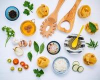 Nourritures italiennes concept et conception de menu Fettuccine fait maison sec Image libre de droits