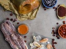 Nourritures plus hautes dans la consommation saine d'astaxanthine antioxydant Vue sup?rieure photos libres de droits