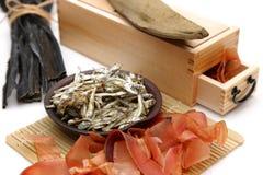 Nourritures sèches typiques pour les actions de soupe japonaises Image libre de droits