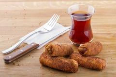 Nourritures turques de pâtisserie sur un en bois Photo stock