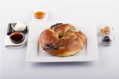 Nourritures turques de pâtisserie sur un en bois Images stock