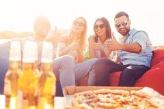 Nous aimons la pizza et la bière ! Images libres de droits