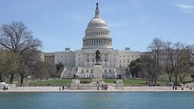 Nous bâtiment de capitol et piscine se reflétante dans DC de Washington image stock