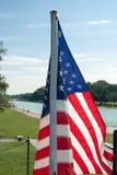 Nous drapeau près de Lincoln Memorial Reflecting Pool photo stock