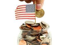 Nous ou drapeau américain ondulant avec l'argent ou la pièce de monnaie Photos stock