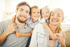 Nous sommes la famille la plus heureuse au monde Photo libre de droits