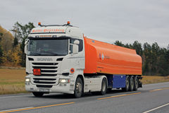 Nouveau bateau-citerne de carburant de Scania R400 sur la route Photo libre de droits
